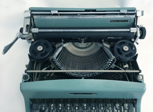 "Olivetti ""Lettera 32"" from the under the hood..."