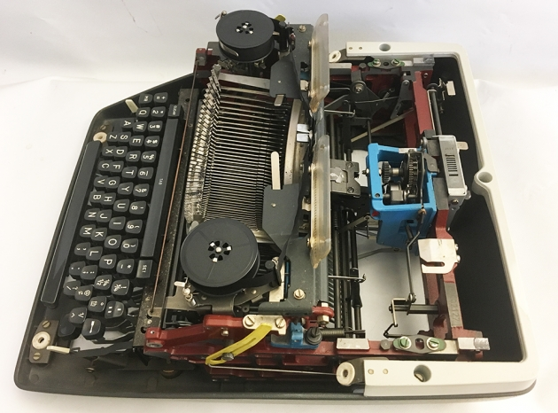 It's possible to remove the hood, move two yellow levers, and lift the carriage off the typewriter with the spring.