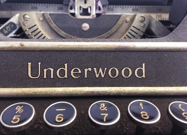 "Underwood ""Universal"" front logo..."