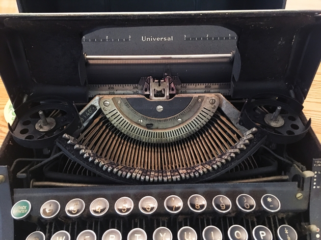 """Underwood """"Universal"""" from under the hood..."""