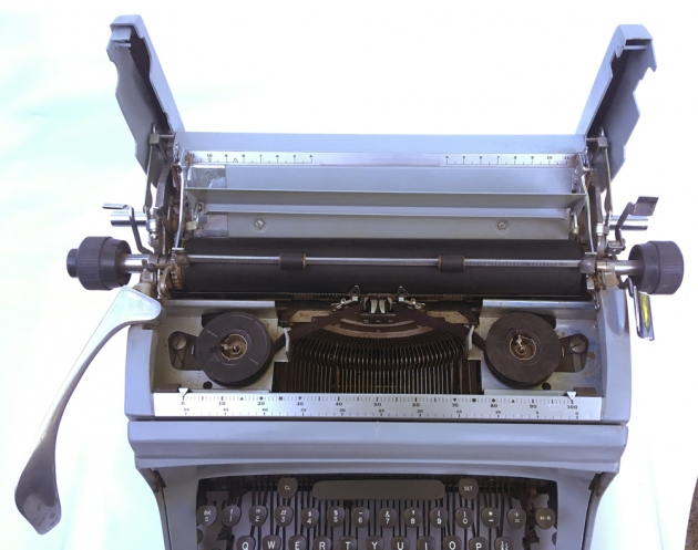 """Underwood """"touch-master 5"""" wings up to move platten..."""