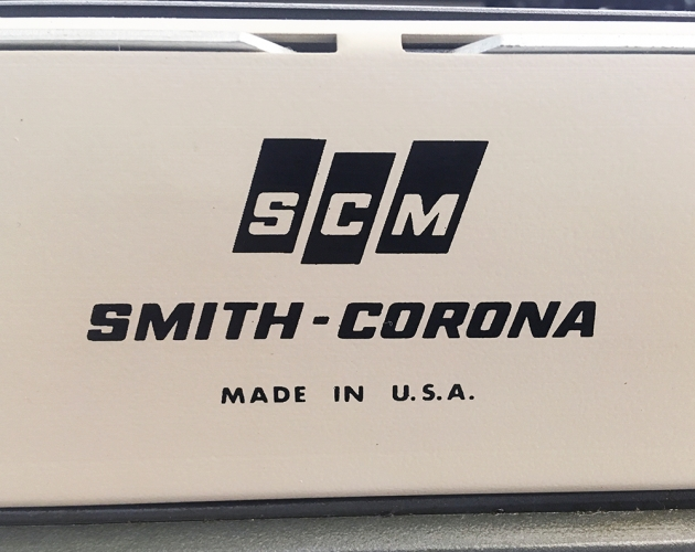 "Smith-Corona ""Galaxie Deluxe"" from the back (detail, logo)..."
