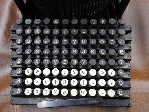 1907 Smith Premier 9 keyboard