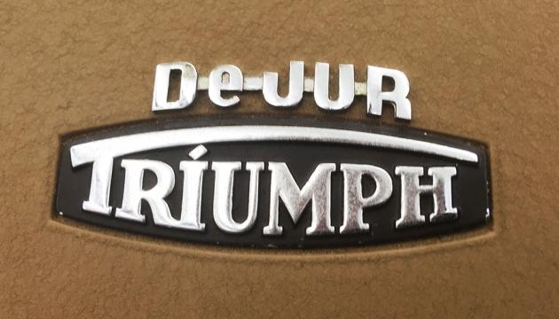 "Triumph ""Kwik-Riter"" travel case logo..."