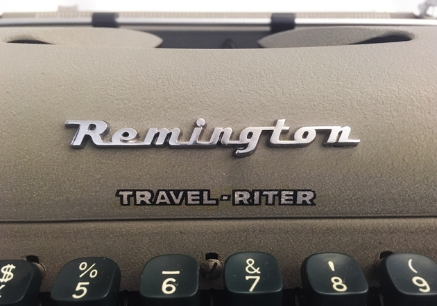 "Remington ""Travel-Riter"" logo on the front..."