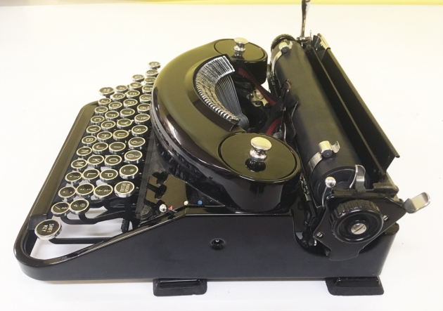 """Underwood """"Noiseless Portable"""" from the right side..."""