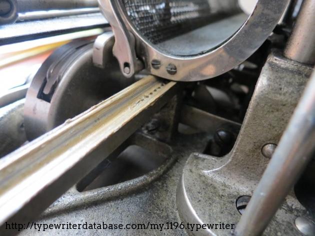 Close-up to the cast-aluminium frame and carriage rails