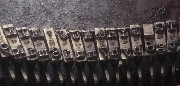 """Underwood """"SX"""" image of keys..."""