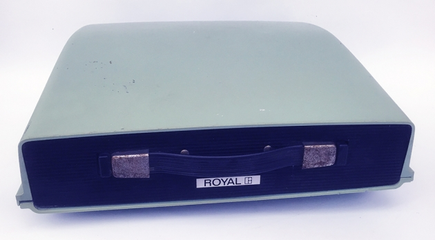 "Royal ""Saturn"" (SP-8 000) cover/travel case..."