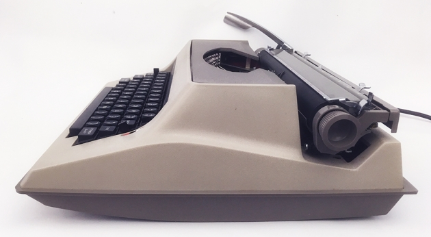 "Underwood ""Electric 555"" from the right side..."
