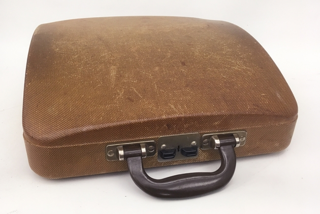 "Swissa ""Junior"" travel case with a very nice patina  ..."