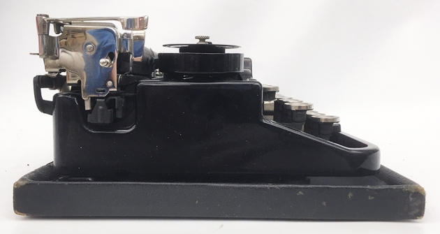 """Underwood """"Portable 3 Bank"""" from the left side..."""