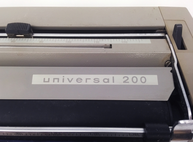 "Adler ""Universal 200"" from the top (detail/logo)..."