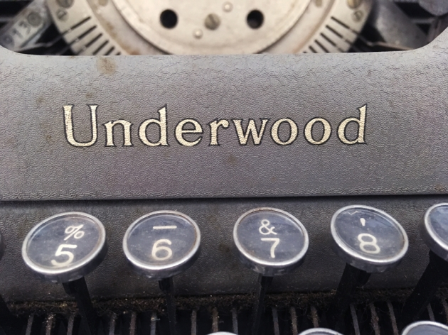 """Underwood """"Student""""logo the top of the ribbon cover..."""