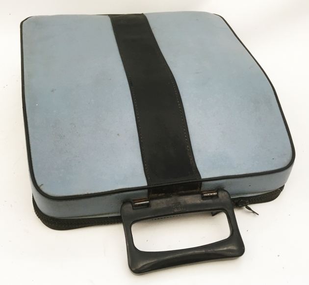 "Olivetti ""Lettera 32""  travel case... (The zipper is still in great shape!)"