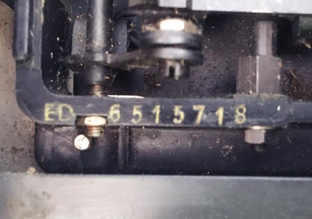 """Royal """"Eldorado Deluxe"""" serial number location..."""
