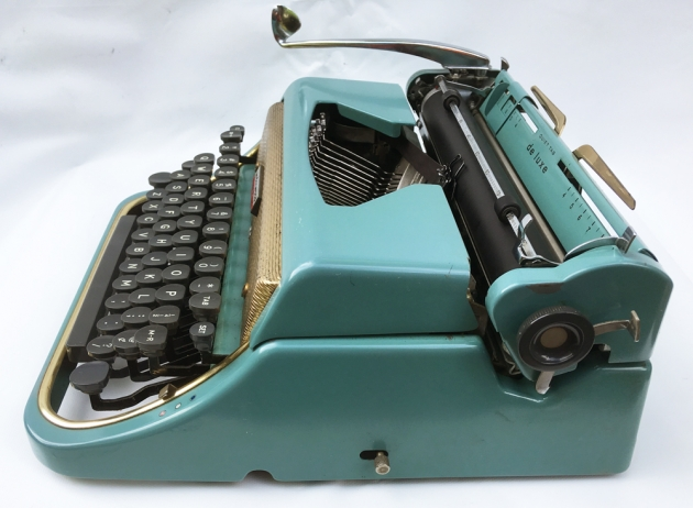 """Underwood """"De Luxe"""" (Golden Touch) from the right side,,,"""