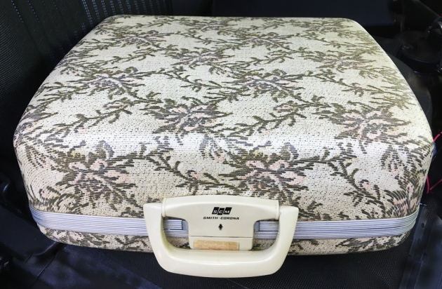 """Smith Corona """"Galaxie Deluxe"""" unusual case I'm trying learn more about..."""