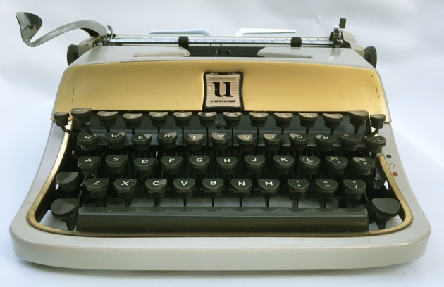 """Underwood """"De Luxe""""from the front..."""