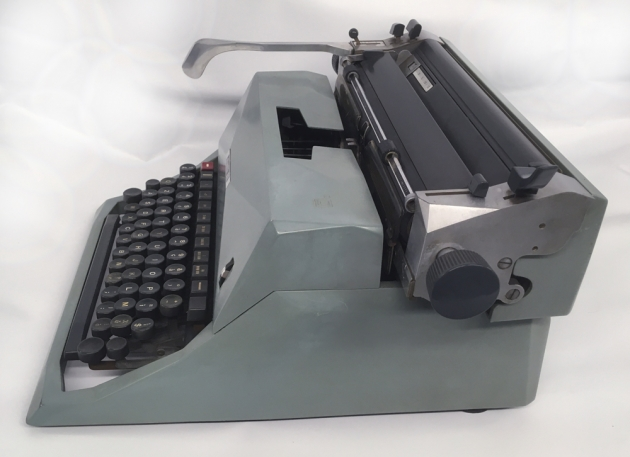 "Olivetti ""Diaspron 82"" from the right side..."
