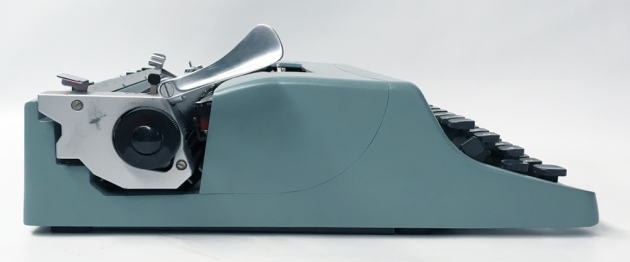 """Olivetti """"Lettera 32"""" from the left side..."""