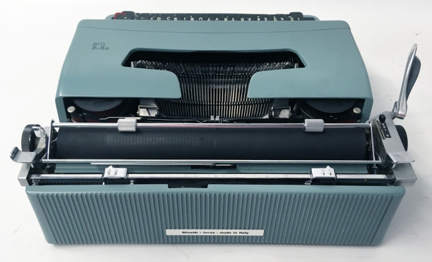 """Olivetti """"Lettera 32"""" from the back..."""