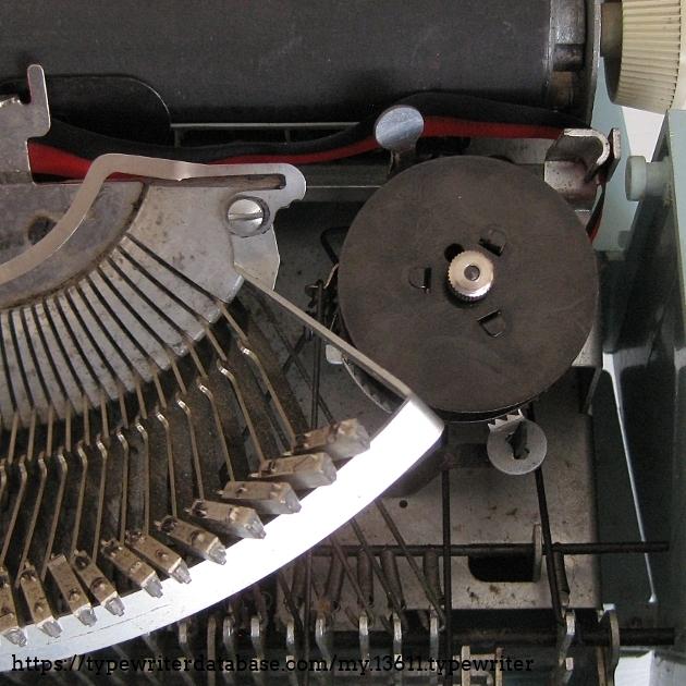 Spool and reverse ribbon mechanism (manual)