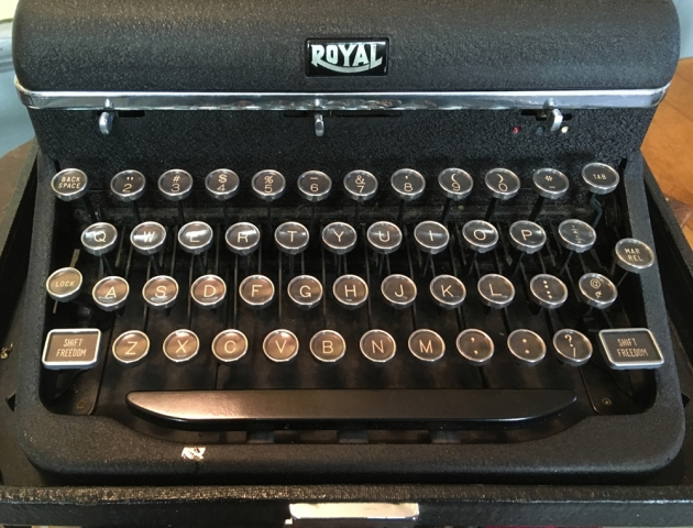 """Royal """"Quiet De Luxe"""" from the keyboard..."""