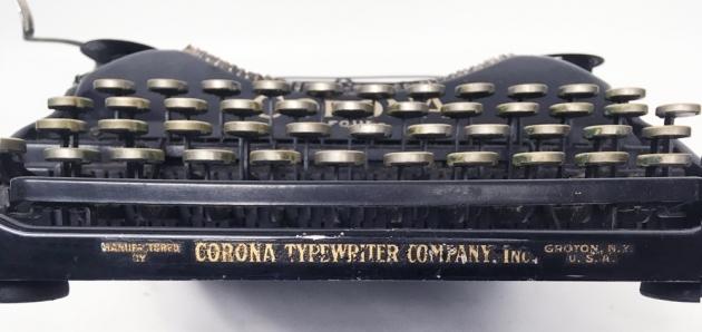 "Corona ""4"" from the logo on the bottom..."