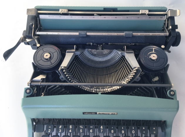 "Olivetti ""Lettera 32"" from under the hood..."