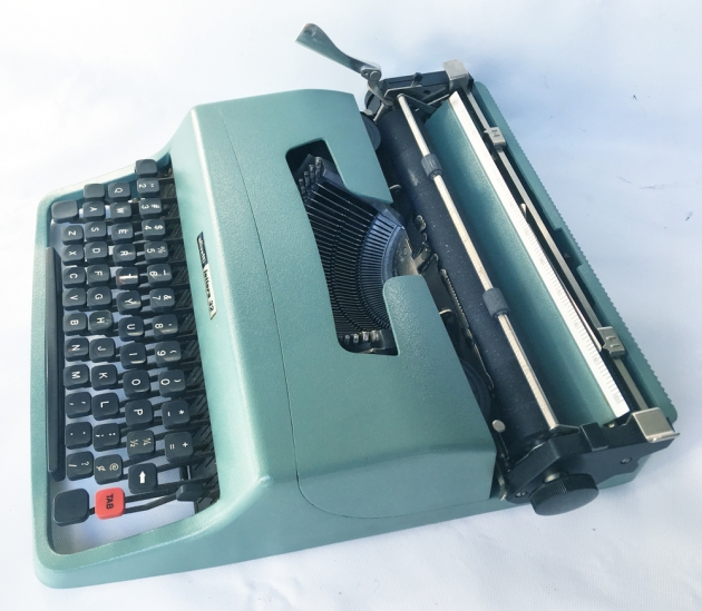 "Olivetti ""Lettera 32"" from the right side..."