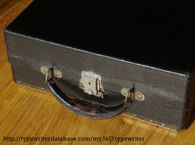 Case repaired with a piano-hinge