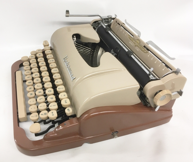 """Underwood """"De Luxe"""" from the right side..."""
