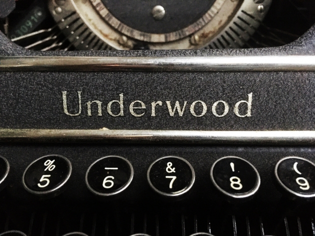 "Underwood ""Universal""  maker logo on the front..."