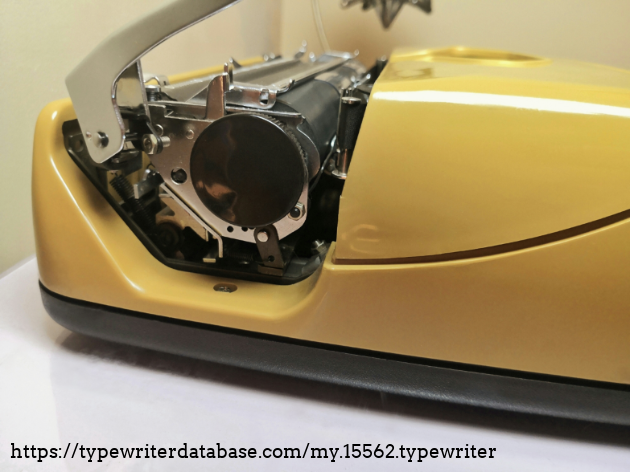 Side view: platen knob.