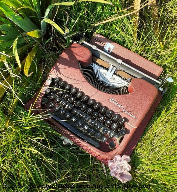 Oliver Courier portable typewriter in purple. Pictures taken summer 2019