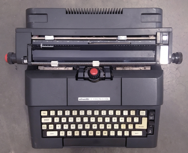 """Olivetti """"Lexikon 83 DL"""" from the top..."""