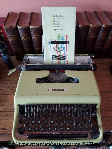 Olivetti Lettera 22 with instructions.