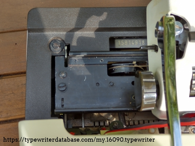 Location of the serial number on the Adler Gabriele 10: slide the carriage all the way to the right