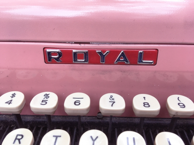 """Royal """"Quiet De Luxe""""  from the maker logo on the front..."""