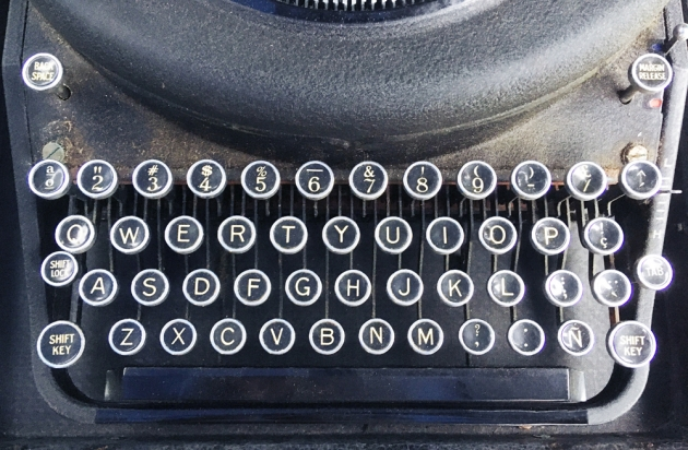 """Remington """"Noiseless Portable Deluxe"""" from the keyboard..."""
