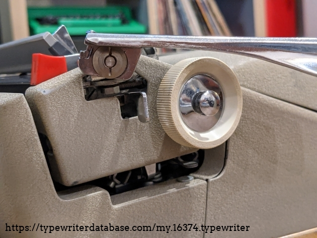 The up-and down pivot on my example seems to  coincide with the addition of the slim hardshell case in Fall of '62.