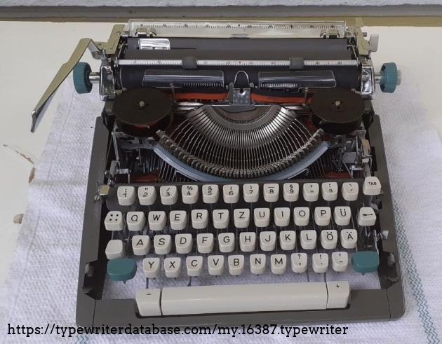 Olympia SM7 without ribbon cover