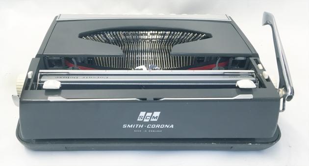 "Smith Corona ""Corsair Deluxe"" from the back..."