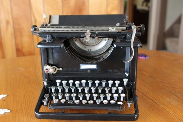 Vintage Remington Rand Manual Portable Typewriter with