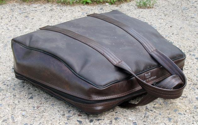 ... the famous Smith-Corona soft case ...