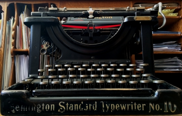 Lo and behold! The Remington Standard Typewriter No. 10!