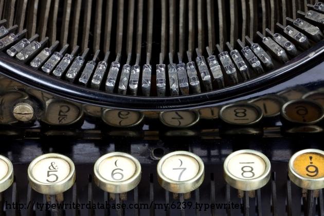 https://typewriterdatabase.com/img/g6239_30716_1464812481.jpg