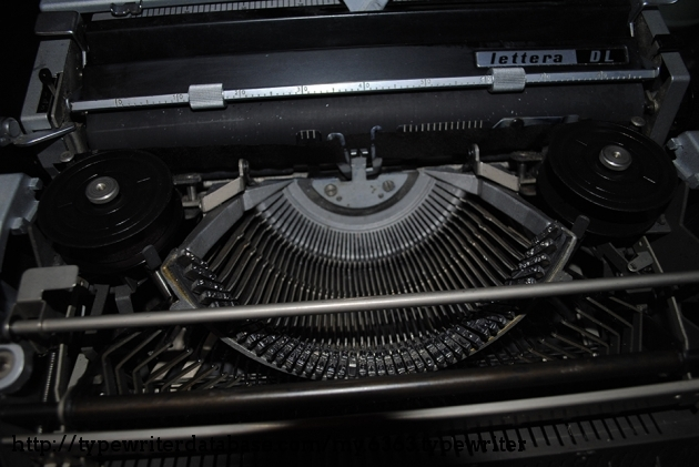 The insides of the Lettera DL with a BRAND NEW RIBBON!