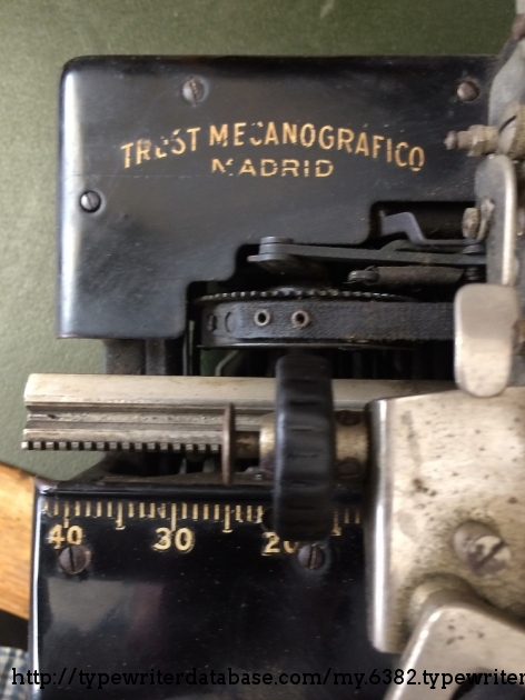Apparently, the Madrid Typewriter Trust brought many Royal 10´s to Spain. This is one of them.